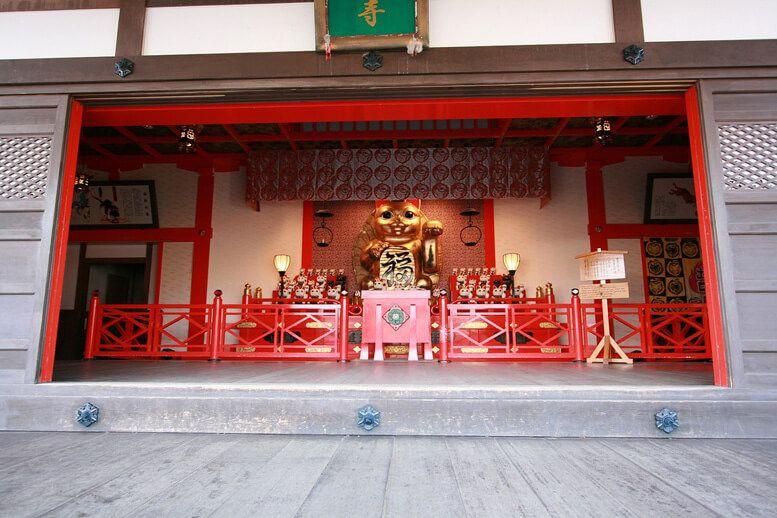 Храм кошек в г. Кагосима Япония